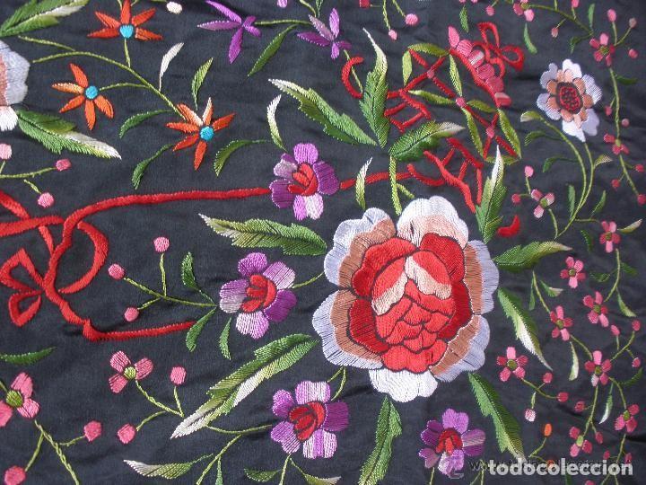 Antigüedades: mantón de maníla raso bordado - Foto 8 - 117336879