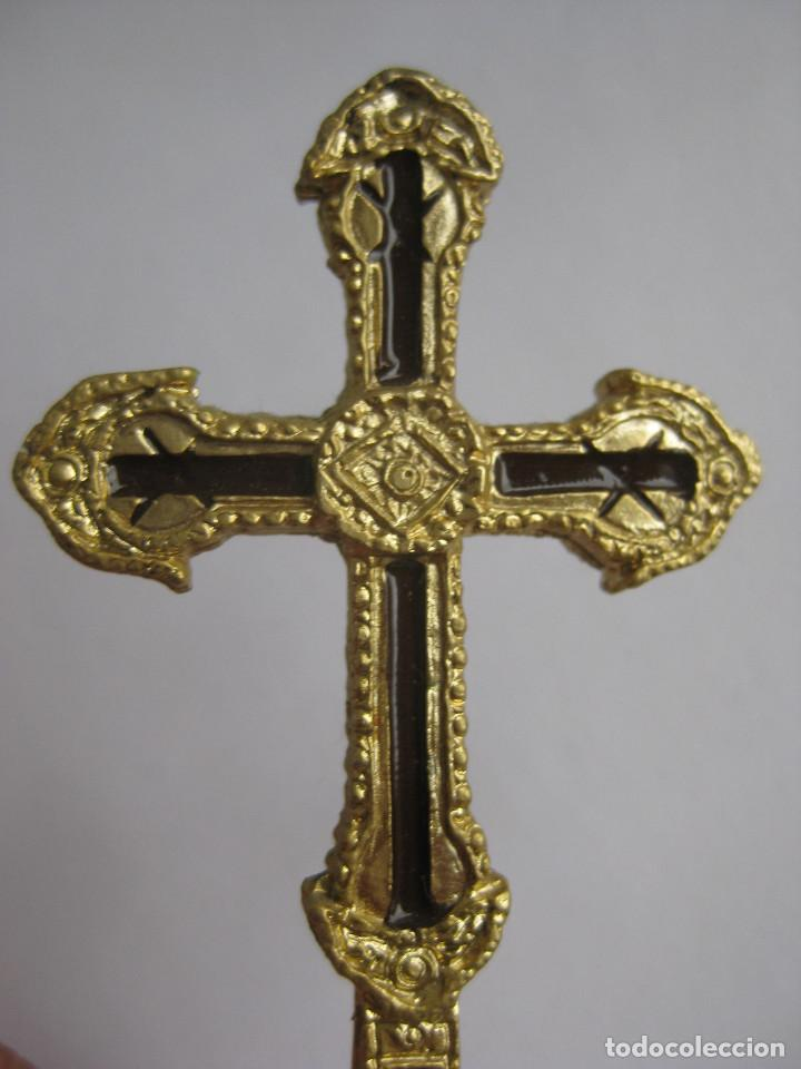 Antigüedades: UNICA EN VENTA! cruz marmol y metal dorado y esmalte Santo Toribio de Liebana Lignum Crucis - Foto 2 - 117346955