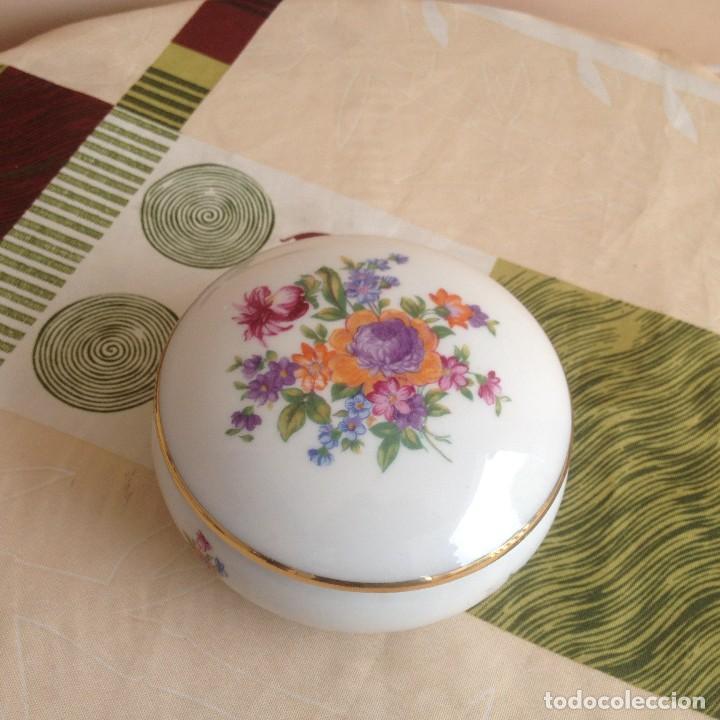 Antigüedades: Precioso joyero de porcelana jlmenau made in germany,decorado con flores y oro. - Foto 2 - 117356755
