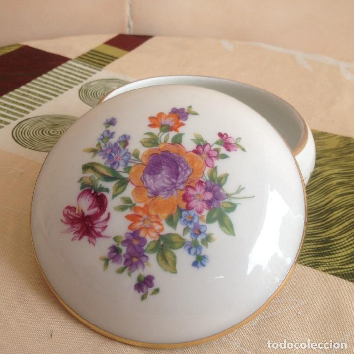 Antigüedades: Precioso joyero de porcelana jlmenau made in germany,decorado con flores y oro. - Foto 3 - 117356755