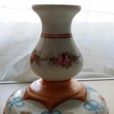 Antigüedades: CANDELERO DE PORCELANA PINTADO A MANO. Lote 117367567