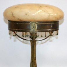 Antigüedades: PRECIOSA LAMPARA DE SOBREMESA ART NOUVEAU EN BRONCE Y CRISTAL VETEADO. CIRCA 1900. Lote 117367727