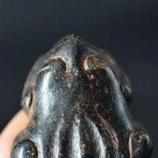 Antigüedades: CURIOSO NETSUKE JAPONES RANA DE ALABASTRO, SIGLO XIX. Lote 117369927
