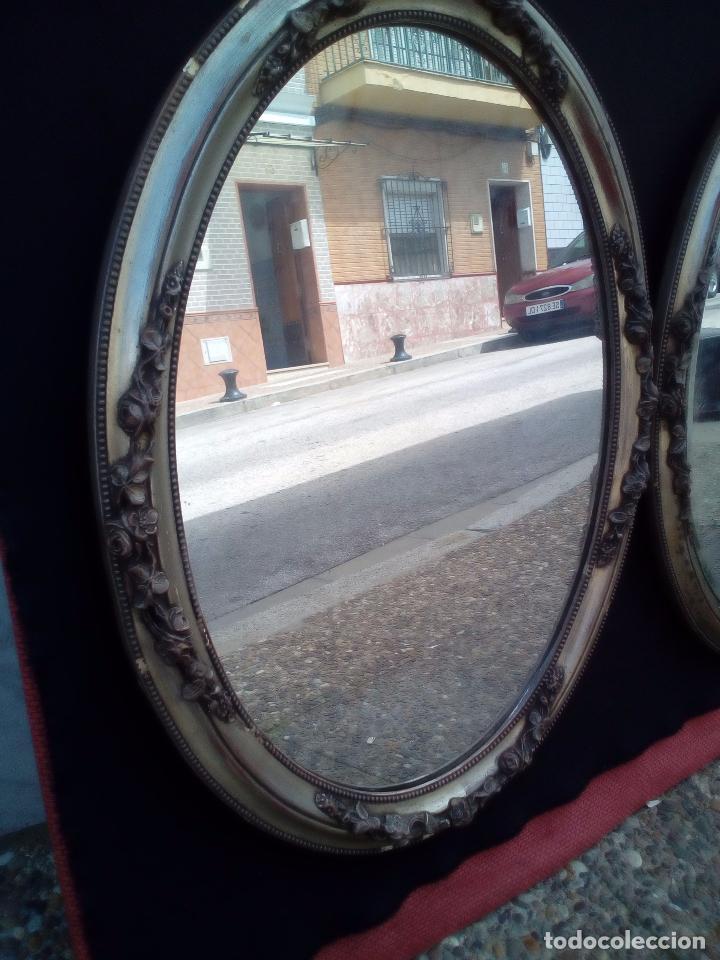 Antigüedades: DOS ANTIGUOS ESPEJOS CON MARCO DE MADERA PLATEADA - Foto 3 - 117398135