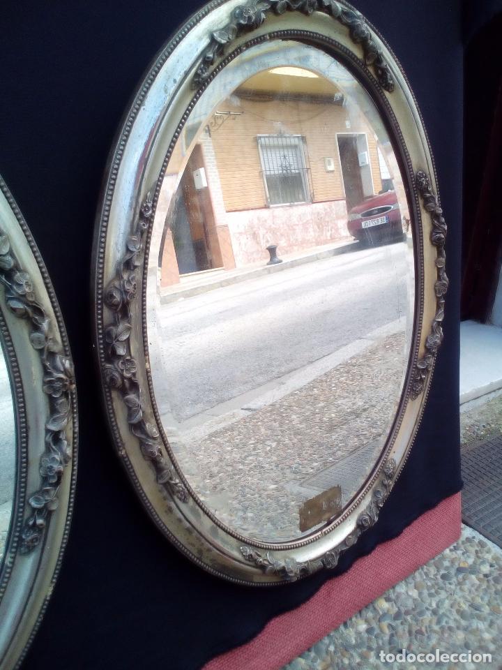 Antigüedades: DOS ANTIGUOS ESPEJOS CON MARCO DE MADERA PLATEADA - Foto 4 - 117398135