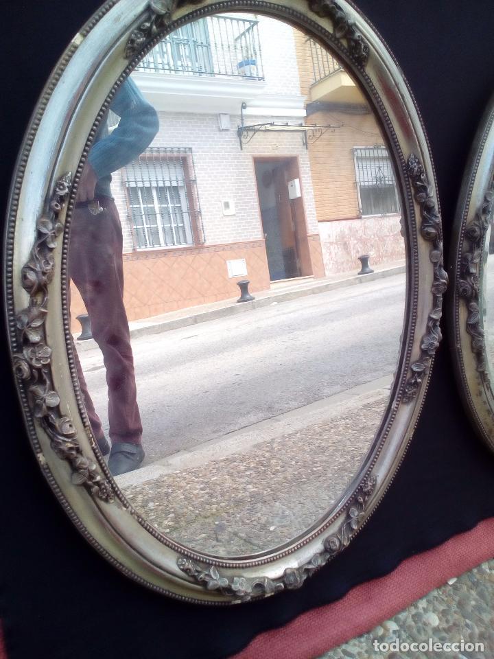 Antigüedades: DOS ANTIGUOS ESPEJOS CON MARCO DE MADERA PLATEADA - Foto 5 - 117398135