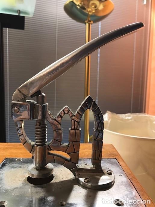 Antigüedades: Máquina Troqueladora Guillotina cortar Hostias Peculiar Decoración Especial - Foto 2 - 117402847