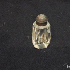 Antigüedades: PAR DE SALEROS CON TAPÓN DE PLATA . TALLADOS . 1930-40. Lote 117406767