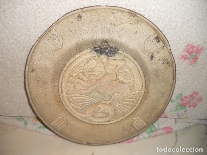 Antigüedades: ANTIGUO PLATO LIMOSNERO DE COBRE CON LOS 4 ESCUDOS DE CATALUNYA PLATEADOS EN RELIEVE 32CM DIAMETRO - Foto 7 - 134183845