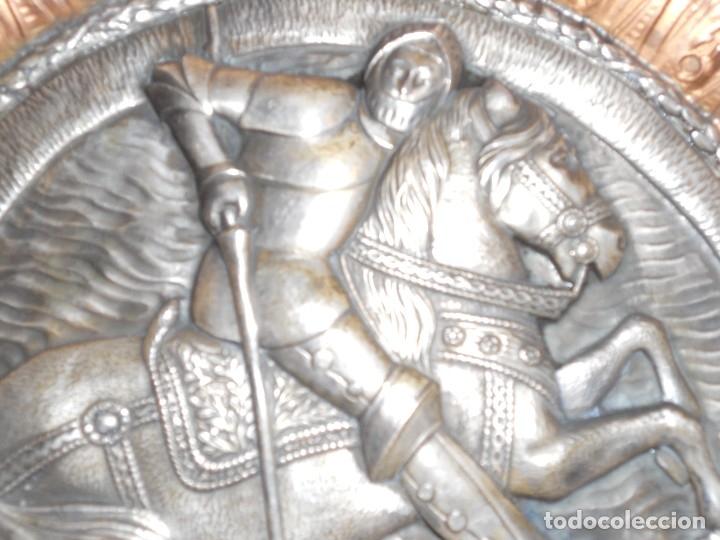 Antigüedades: ANTIGUO PLATO LIMOSNERO DE COBRE CON LOS 4 ESCUDOS DE CATALUNYA PLATEADOS EN RELIEVE 32CM DIAMETRO - Foto 13 - 134183845