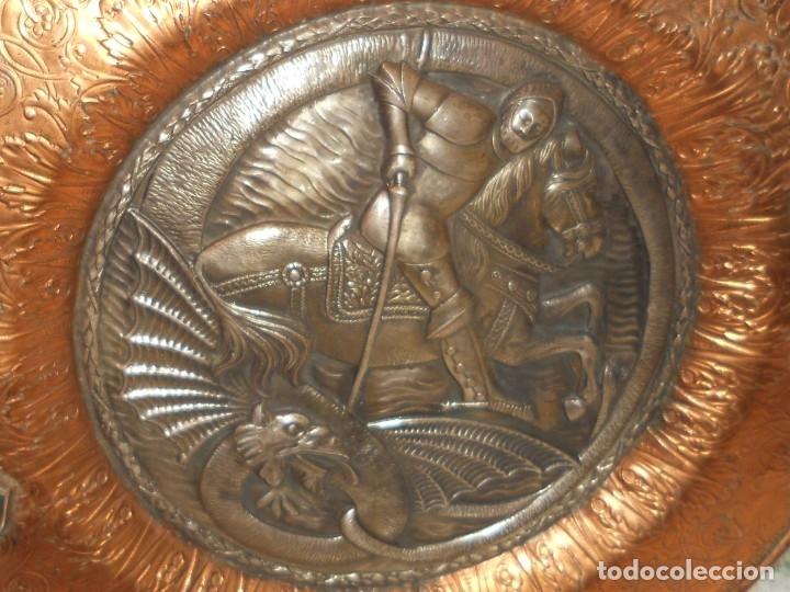 Antigüedades: ANTIGUO PLATO LIMOSNERO DE COBRE CON LOS 4 ESCUDOS DE CATALUNYA PLATEADOS EN RELIEVE 32CM DIAMETRO - Foto 14 - 134183845