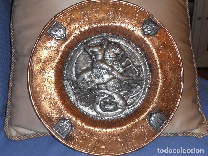 Antigüedades: ANTIGUO PLATO LIMOSNERO DE COBRE CON LOS 4 ESCUDOS DE CATALUNYA PLATEADOS EN RELIEVE 32CM DIAMETRO - Foto 16 - 134183845