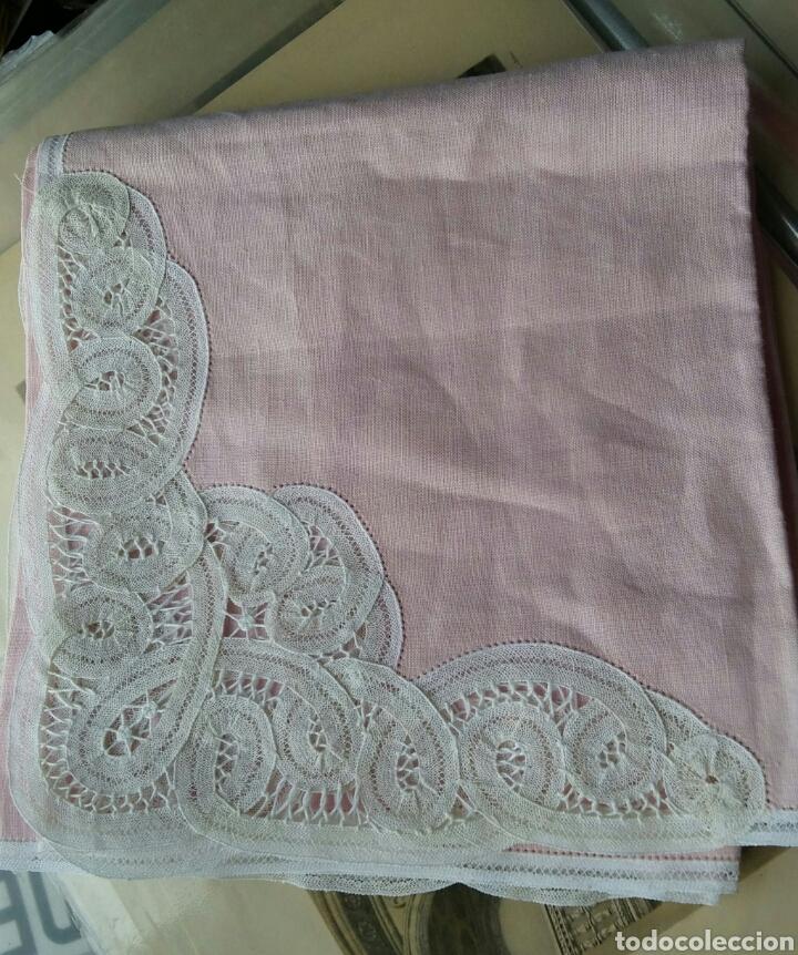 Antigüedades: Mantel en lino y encaje de bolillos (+ 2 servilletas de oferta) - Hacen ofertas por favor !!! - Foto 2 - 117429510