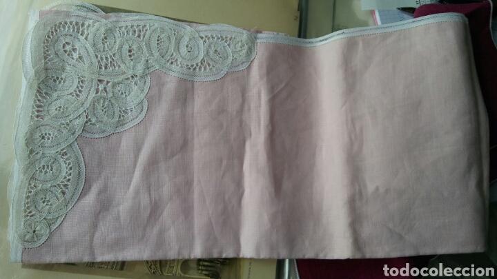 Antigüedades: Mantel en lino y encaje de bolillos (+ 2 servilletas de oferta) - Hacen ofertas por favor !!! - Foto 4 - 117429510