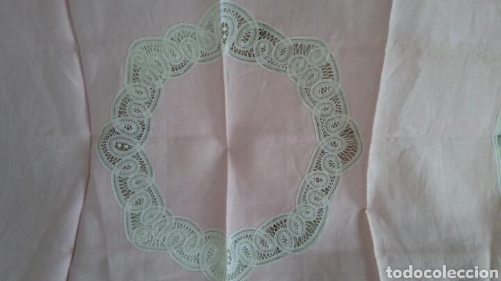 Antigüedades: Mantel en lino y encaje de bolillos (+ 2 servilletas de oferta) - Hacen ofertas por favor !!! - Foto 5 - 117429510