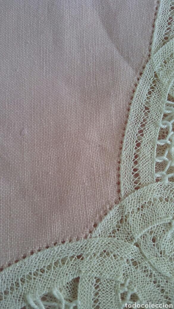 Antigüedades: Mantel en lino y encaje de bolillos (+ 2 servilletas de oferta) - Hacen ofertas por favor !!! - Foto 8 - 117429510