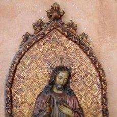 Antigüedades: SAGRADO CORAZÓN DE JESÚS EN RELIEVE DE ESCAYOLA. PRECIOSO.. Lote 117430991