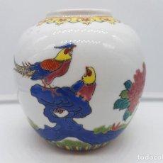 Antigüedades: BONTO JARRÓN ANTIGUO CHINO DE PORCELANA PINTADO A MANO Y SELLADO EN LA BASE.. Lote 117445227