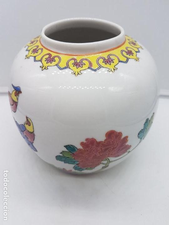 Antigüedades: Bonto jarrón antiguo chino de porcelana pintado a mano y sellado en la base. - Foto 4 - 117445227