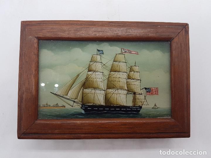 Antigüedades: Estupenda caja de madera y cristal pintado a mano con velero antiguo americano. - Foto 2 - 127613620