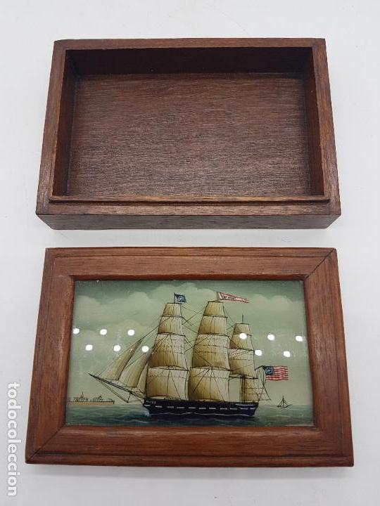 Antigüedades: Estupenda caja de madera y cristal pintado a mano con velero antiguo americano. - Foto 4 - 127613620