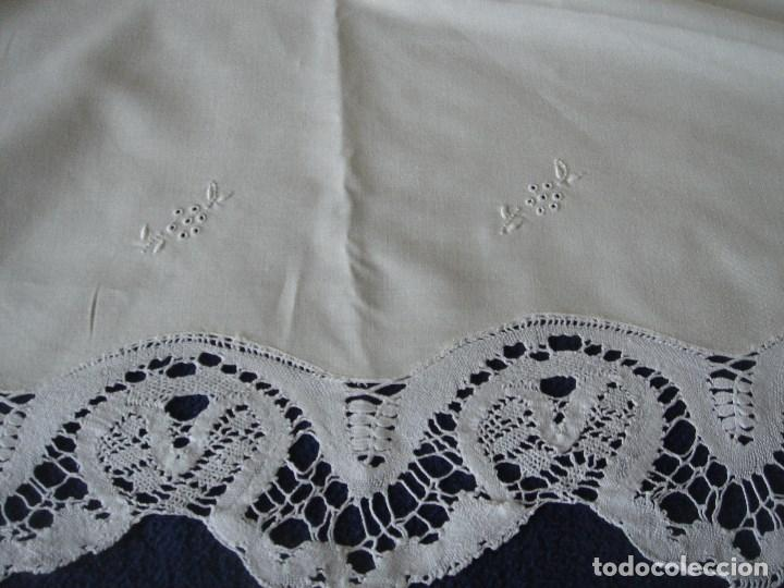 Antigüedades: sabana de hilo con encaje y bordado,color huevo (11) - Foto 3 - 161296676