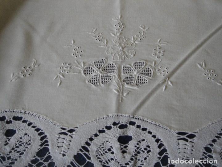Antigüedades: sabana de hilo con encaje y bordado,color huevo (11) - Foto 4 - 161296676
