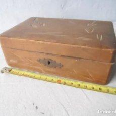 Antigüedades: CAJITA MADERA TALLADA CAJA MADERA CON ESPEJO COSTURERO ? . Lote 117472751