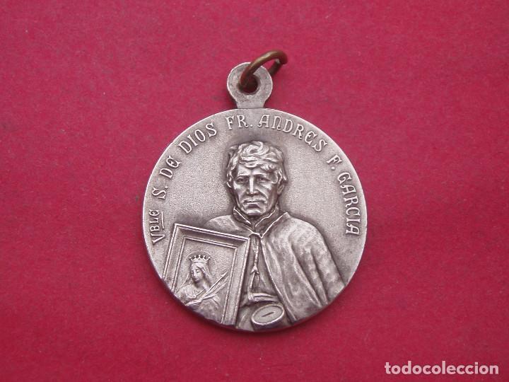 MEDALLA ANTIGUA SAN ANDRESITO CON SANTA FILOMENA. ESCUDO FRANCISCANO. (Antigüedades - Religiosas - Medallas Antiguas)