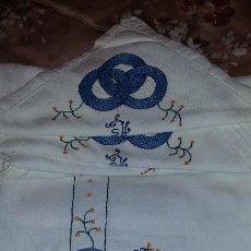 Antigüedades: ANTIGUO MANTEL BORDADO. Lote 117485495