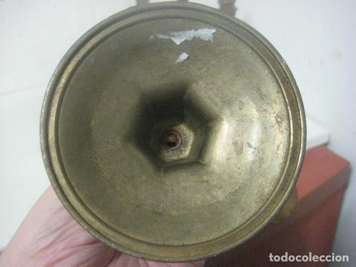 Antigüedades: RECIOSA PAREJA DE CANDELABROS DE 5 VELAS HECHOS COMPLETOS EN BRONCE LABRADO, SIGLO XIX,25 CMS - Foto 9 - 117526167