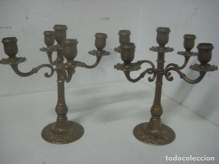 Antigüedades: RECIOSA PAREJA DE CANDELABROS DE 5 VELAS HECHOS COMPLETOS EN BRONCE LABRADO, SIGLO XIX,25 CMS - Foto 10 - 117526167