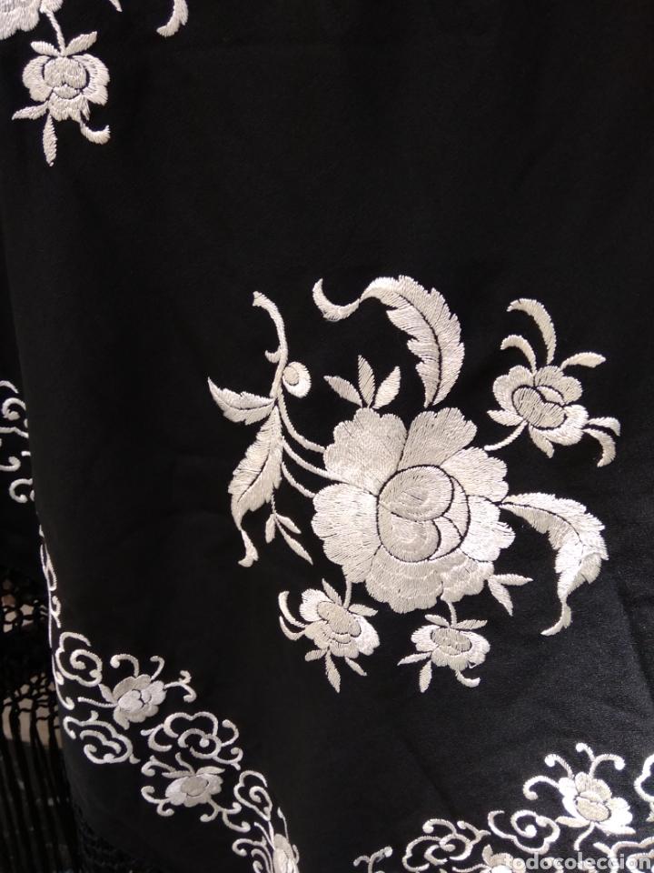 Antigüedades: Manton de Manila siglo XX bordado a mano - Foto 4 - 117528130