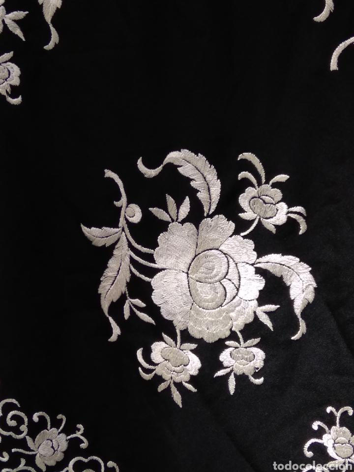 Antigüedades: Manton de Manila siglo XX bordado a mano - Foto 8 - 117528130