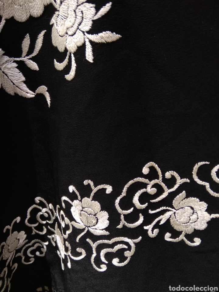 Antigüedades: Manton de Manila siglo XX bordado a mano - Foto 9 - 117528130