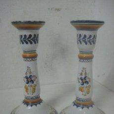 Antigüedades: BONITA PAREJA DE CANDELABROS ART NOUVEAU DE CERAMICA DE TALAVERA FIRMADOS EN LA BASE PRINC SIGLO XX. Lote 117529247