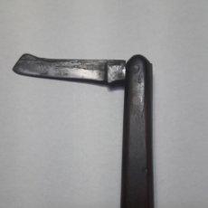 Antigüedades: NAVAJA ANTIGUA CACHAS DE MADERA RUSTICA MUY RARA. Lote 117541532