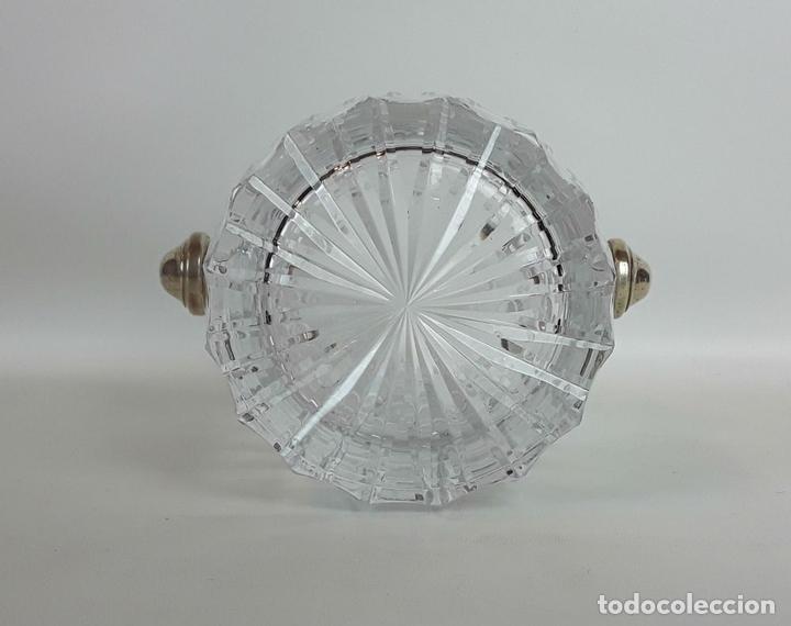 Antigüedades: CUBITERA EN CRISTAL TALLADO. ASIDEROS Y PINZAS EN PLATA. CIRCA 1960. - Foto 5 - 117541627