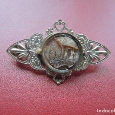 Antigüedades: BROCHE SEÑORA ADORNO NÁCAR, AÑOS 20. Lote 117542703