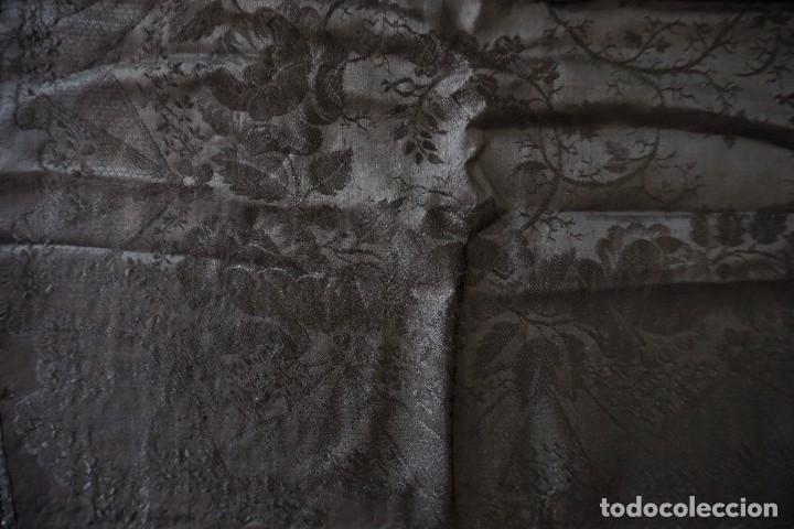 Antigüedades: mantón de Manila antiguo adamascado negro - Foto 4 - 117550823