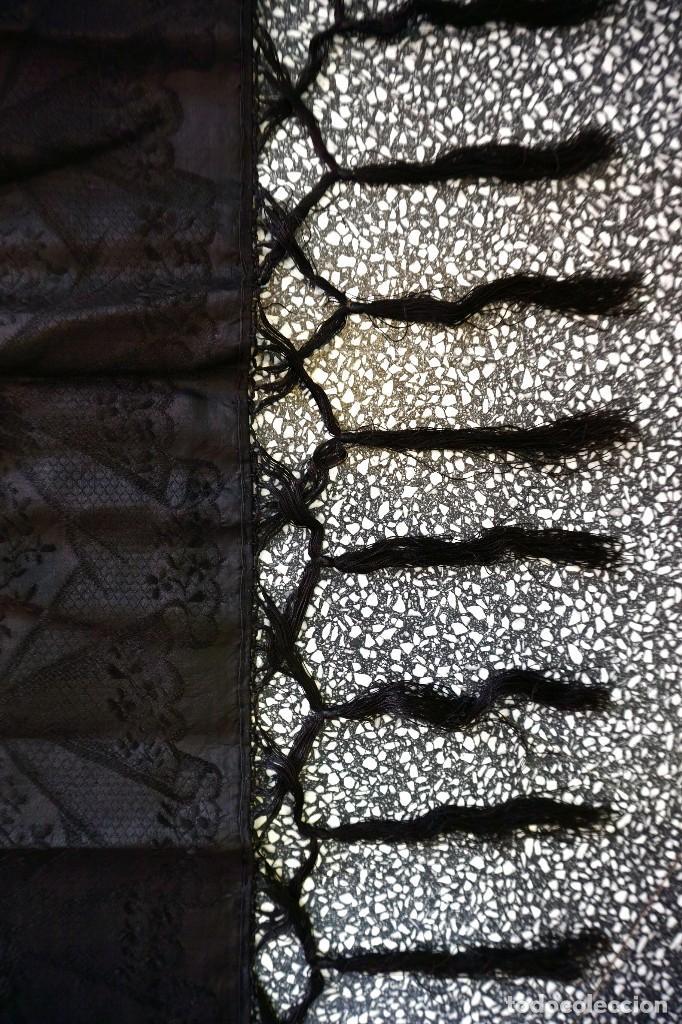 Antigüedades: mantón de Manila antiguo adamascado negro - Foto 5 - 117550823