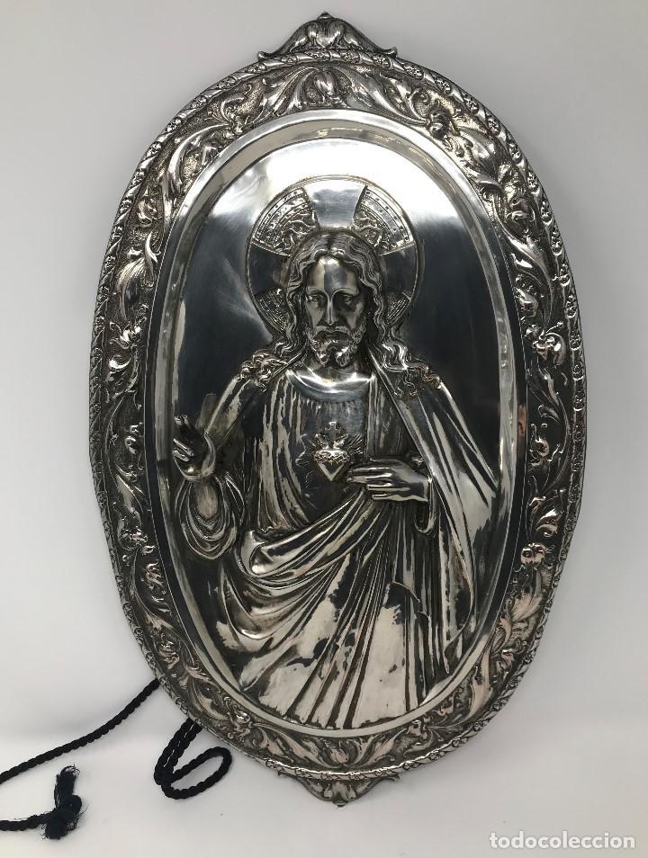 ANTIGUO Y GRANDE CORAZÓN DE JESÚS PLATEADO PARA COLGAR EN PAREZ-SXIX. (Antigüedades - Religiosas - Orfebrería Antigua)