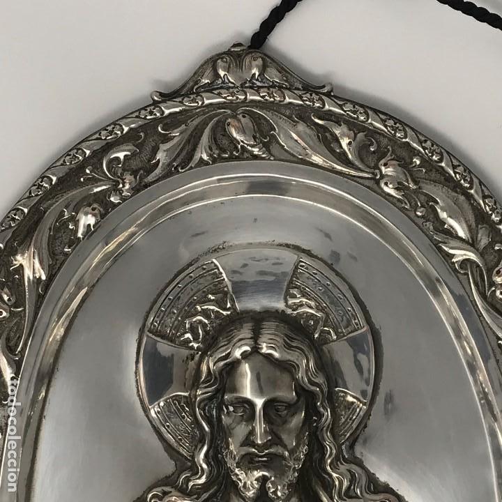 Antigüedades: Antiguo y grande corazón de Jesús plateado para colgar en parez-SXIX. - Foto 2 - 117564907
