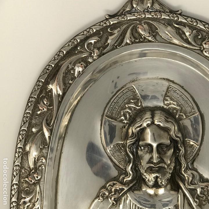 Antigüedades: Antiguo y grande corazón de Jesús plateado para colgar en parez-SXIX. - Foto 3 - 117564907