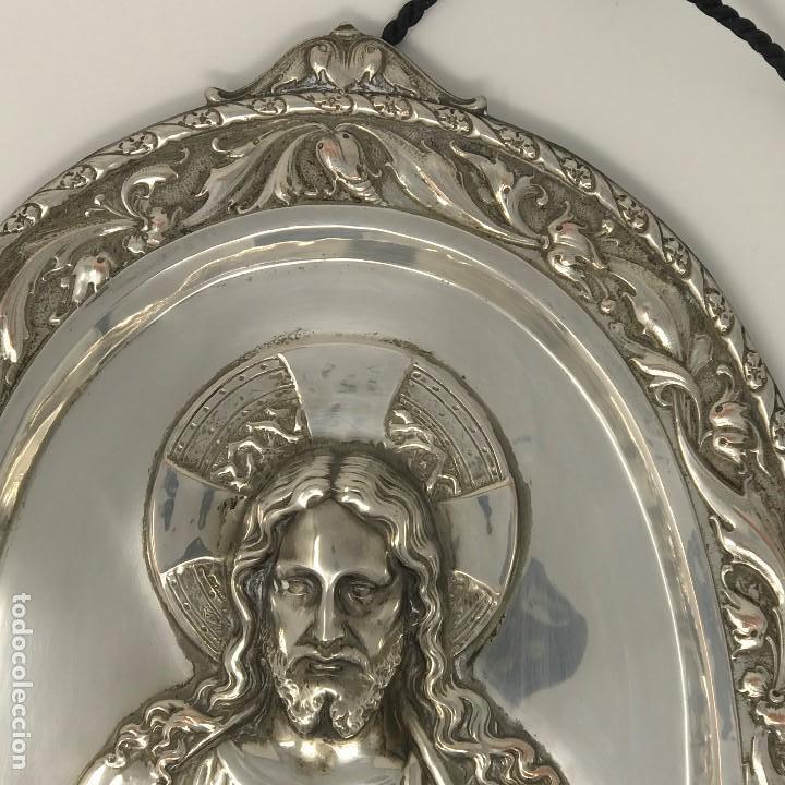 Antigüedades: Antiguo y grande corazón de Jesús plateado para colgar en parez-SXIX. - Foto 4 - 117564907