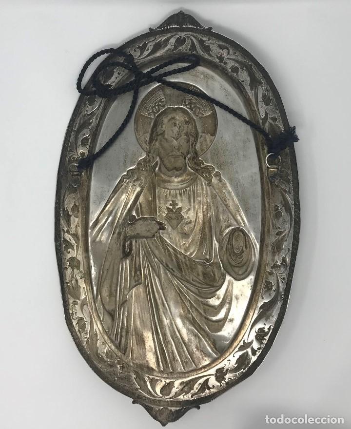 Antigüedades: Antiguo y grande corazón de Jesús plateado para colgar en parez-SXIX. - Foto 8 - 117564907
