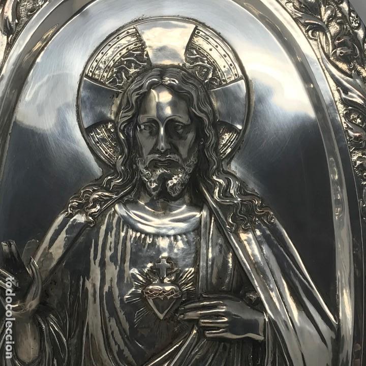 Antigüedades: Antiguo y grande corazón de Jesús plateado para colgar en parez-SXIX. - Foto 10 - 117564907