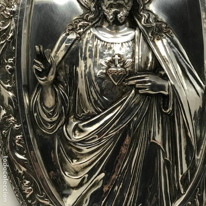 Antigüedades: Antiguo y grande corazón de Jesús plateado para colgar en parez-SXIX. - Foto 11 - 117564907
