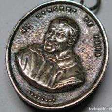 Antigüedades: PRECIOSO RELICARIO DE PLATA. SAN VICENTE DE PAUL. SIGLO XIX. Lote 117575443