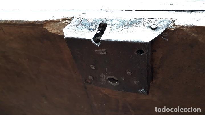 Antigüedades: Arcón antiguo macizo de nogal s.XVIII estilo barroco español baul antiguo arca antigua caja de novia - Foto 21 - 117587371